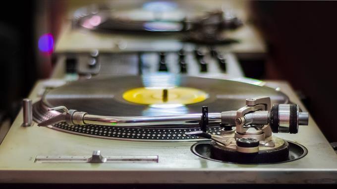 Linkki tapahtumaan Oodi soi! DJ Raivari