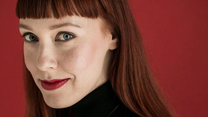 Linkki tapahtumaan Etätapahtuma - kirjailijavieraana Aura Nurmi