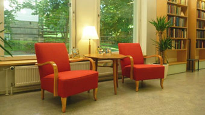 H33_Red_chairs