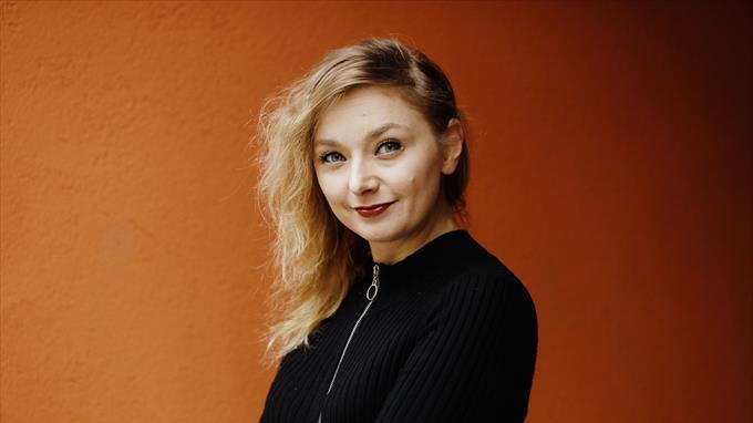 Linkki tapahtumaan Etätapahtuma - Kirjailijavieraana Suvi Auvinen – Mitä tapahtuu huomenna lukemiselle?