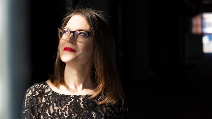 Linkki tapahtumaan Etätapahtuma - kirjailijavieraana runoilija Miia Toivio